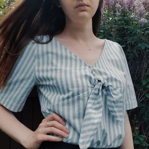 Sézane blue and white cotton v neck top with tie